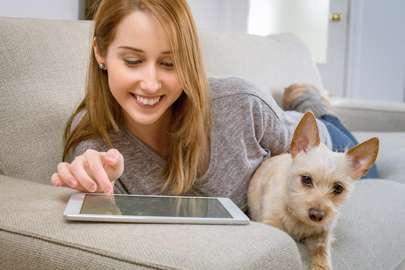 woman_with_dog_and_technology